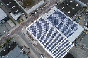 1600 Zonnepanelen op het dak van Van Deuveren Transport 1