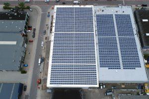 1600 Zonnepanelen op het dak van Van Deuveren Transport 2