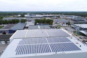 1600 Zonnepanelen op het dak van Van Deuveren Transport 3