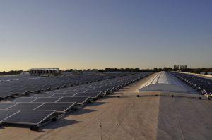 2.000 panelen op het dak van een groene retailer 3