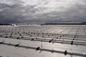 2.000 panelen op het dak van een groene retailer 4